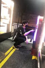 网友偶遇蔡徐坤 戴口罩全套酷黑装扮大长腿显眼