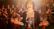《甜蜜十一月》主题曲《唯有时光》 让爱尔兰歌手恩雅被世界牢记