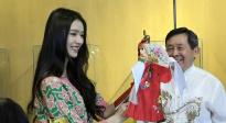 林允参观木偶艺术馆 体验布袋木偶戏表演直呼太难