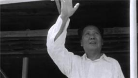 《走近毛泽东》:毛主席73岁畅游长江 这一天成全国游泳日