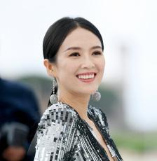 章子怡從影20周(zhou)年 回顧拍攝打戲關注孟美岐受傷